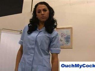 Nepříjemný zdravotní sestra louise jenson gives pacient a harsh honění