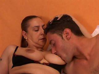 Babcia gives a seks lesson do jej młody lover: darmowe porno 66