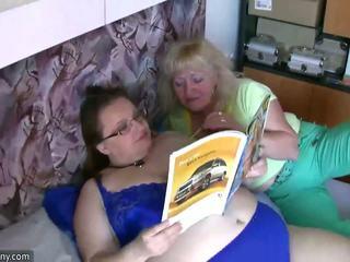 ぽってり おばあちゃん と 古い おばあちゃん 自慰行為