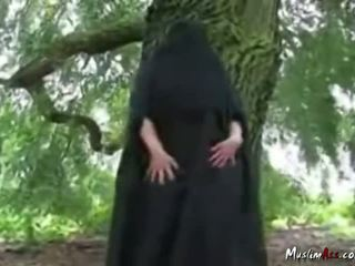 Arab nikab openlucht striptease