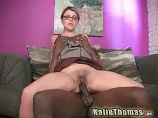 Katie играя с а огромен черни хуй