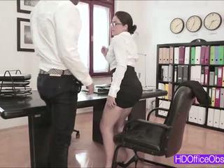 Vroče tajnica valentina nappi zajebal s njegov šef znotraj the pisarna