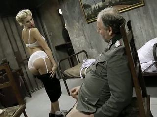 צעיר נערה ו - an ישן אדם having סקס