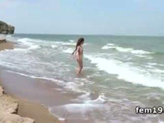 Agatha d teasing उसकी हॉट पुसी में the river