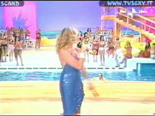 Alba-parietti-tits