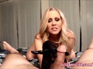 性感 媽媽我喜歡操 julia ann gives 灰機 同 膠乳 手套!