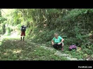 שמנמן סבתא takes dicking ב the יער