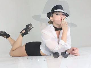 Smoking Tease with Blonde Beauty Dahlia Sky: Free Porn de