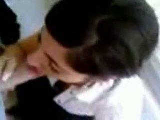 טורקי נערה עם חם ציצים giving ראש