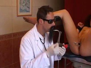 Medicīnas studenti adata bdsm un cruel doctors mokas