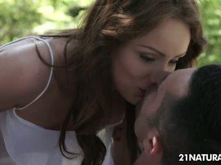 ekte brunette kvalitet, kyssing, piercing kvalitet