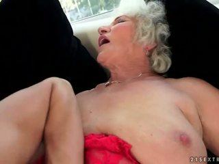 いたずらな ボインの おばあちゃん enjoys ホット セックス