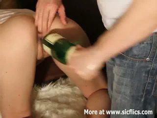 Ekstreme double me grusht dhe shampanjë shishe qij
