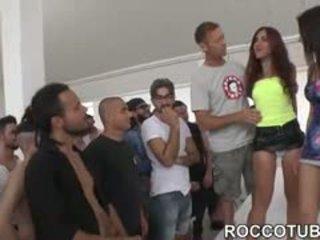 Valentina nappi gangbanged oleh dia fans selama porno boot camp