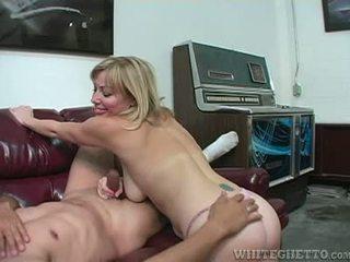 Sexy zorra adrianna nicole explores axila plus paja sexo