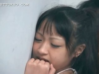 Asiática sweetie cona nailed a partir de atrás contra o parede