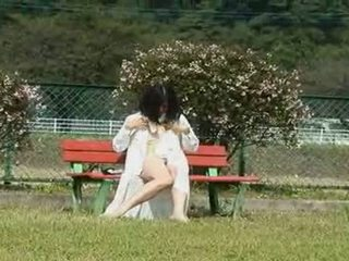A יפני אישה הוא a masturbation outdoors