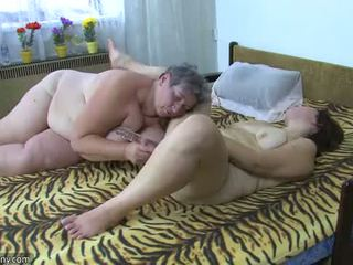 Oldnanny ريان سيدات masturbate مع ل لعبة