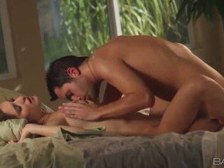 брюнетка великий, жорстке порно онлайн, повний оральний секс