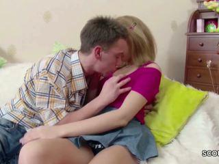 Drobounký blond dospívající dostat lost virgin podle jeho velký kohout: porno de