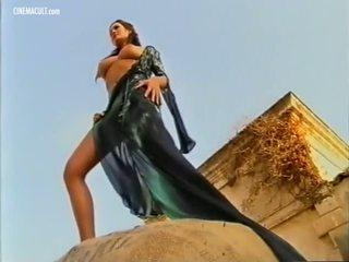 Manuela arcuri - 2001 calendar aizkulises, porno d8