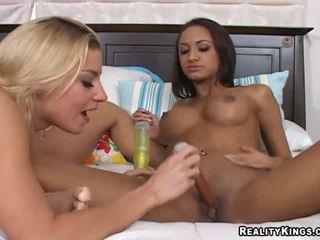 Halia hill dan beliau lesbian gf bangin dalam yang bilik mandi
