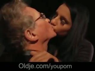 70 years gammel guy stor kuk knulling cutie jente på blind dato