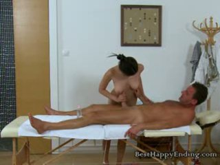 Uzbudinātas masseuse miyuki going uz par the dzimumloceklis