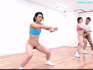 Guy stopping ang oras sa ang ehersisyong aerobiko class stripping girls o