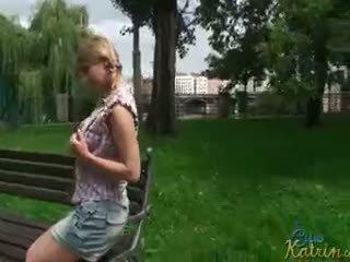 Nyilvános flashing -val katrin kozy