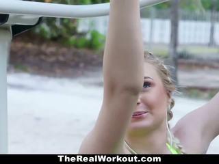Fitness vlogger gefickt von camera crew
