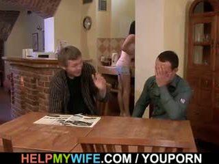 Baise ma femme tandis que moi regarder
