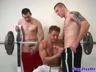 Muscle jock dulkinimasis jaunas gėjus į sporto klubas