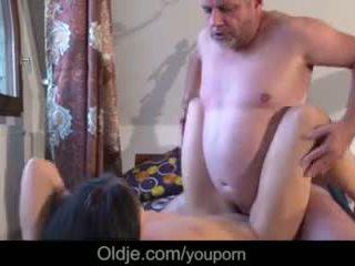 Senas verslas vyras dulkinimasis jo taip pat ištvirkęs karštas jaunas mergina