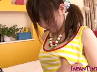 Pequeñita japonesa miku airi enjoys sixtynine