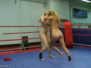 Sophie moone en cindy hoop fighting