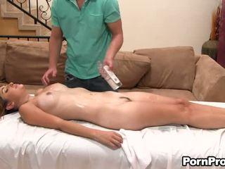 Lusty ברכיבה עם חרמן masseur