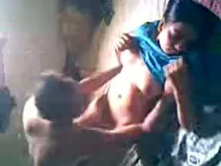 Desi kampung gadis mendapatkan fucked oleh lover tersembunyi