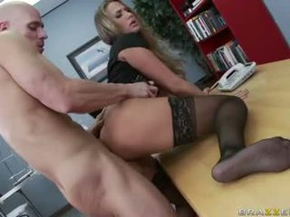 виждам големи цици ви, офис секс който и да е, офис дяволите