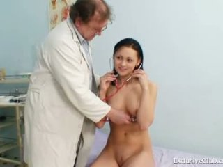 Pavlina gyno pussy speculum examination on gynocha
