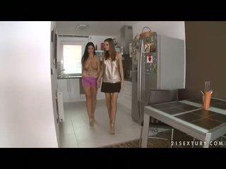 Dögös leszbikus christina jolie gets neki gigantic boobies adored által lusty eufrat