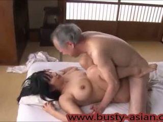 Jauns krūtainas japānieši meitene fucked līdz vecs vīrietis http://japan-adult.com/xvid