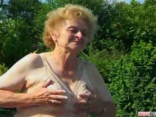 vyresnis, močiutė, lauko