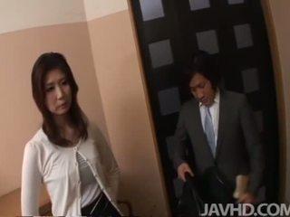 Japoneze anale dhe derdhje jashtë
