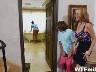Anya julia ann és a takarítónő abby lee hármasban