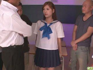 Nxënëse yura kasumi është një nxehtë japoneze spermë vajzë