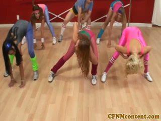 Cfnm femdoms abspritzen schwanz bei aerobics