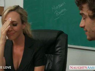 Блондинки учител brandi любов езда хуй в класна стая