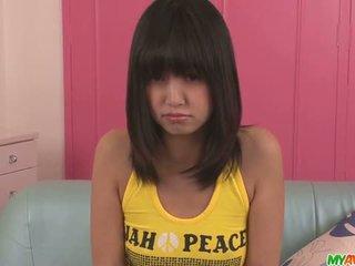 Kotomi asakura tiener aziatisch gives blowjobs in een trio