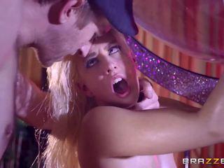 Brazzers - seksi stripper jessie volt cinta besar kontol.